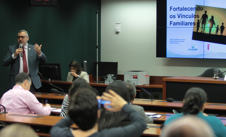 O presidente da ANADEP durante palestra. Foto: Luís Nova/ANADEP